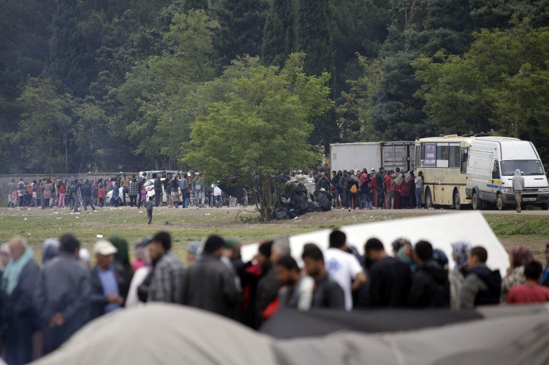 Migrants and refugees line up for food at the northern Greek border point of Idomeni, Greece, Monday, May 2, 2016. (AP Photo/Gregorio Borgia)