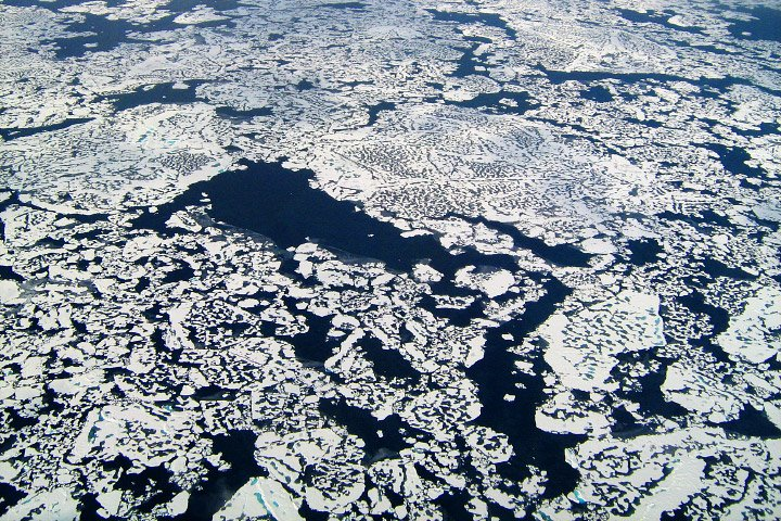 Leads and cracks in the ice cover in the Beaufort Sea. (NASA Jet Propulsion Laboratory/Eric K)