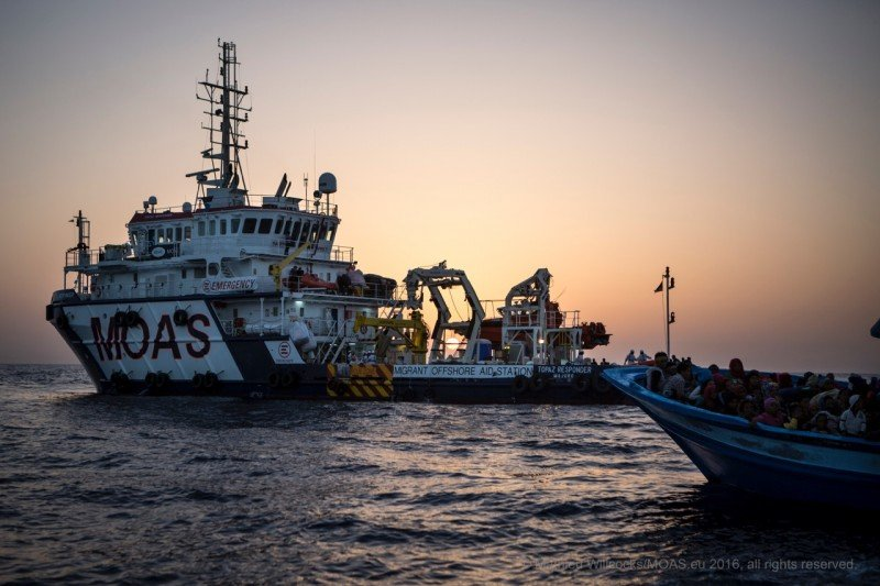 The MOAS Responder approaches the boatful of people. (MOAS/Mathieu Willcocks)