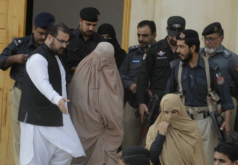 Pakistani officials escort Sharbat Gula outside a court in Peshawar, Pakistan, on November 4, 2016. (AP/Mohammad Sajjad)