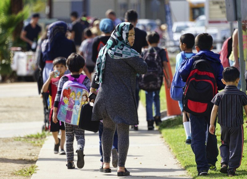 Parents pick up their children at Naranca Elementary in El Cajon, California, which has received a wave of Syrian refugees, Oct. 5, 2016. (AP/Christine Armario)
