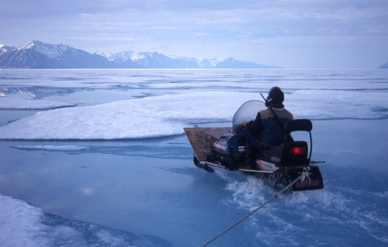 Seal hunting in Pond Inlet, Nunavut depends on the presence of sea ice. Earlier melting makes life more risky. (GRID Arendal/Peter Prokosch)