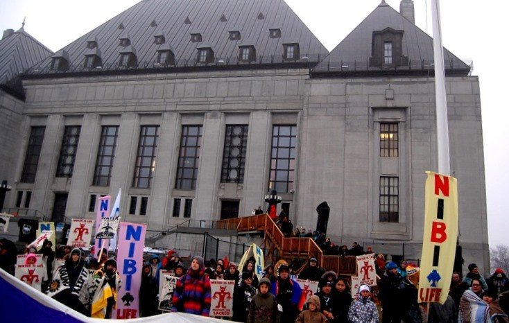 Protesters rally in front of the Supreme Court of Canada in Ottawa for the hearing in the Clyde River case. (Jillian Kestler-D'Amours)