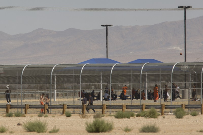 Imprisoned immigrants are seen at the U.S. Immigration and Customs Enforcement Adelanto Detention Facility in Adelanto, Calif., Sept. 6, 2016. (AFP/DAVID MCNEW)