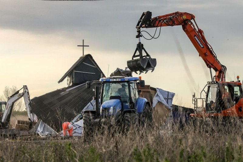 "Members of a demolition crew tear down the Orthodox church inside the ""Jungle"" migrant camp in Calais, northern France, during a massive operation to clear the settlement, on Nov. 3, 2016. (AFP/PHILIPPE HUGUEN)"
