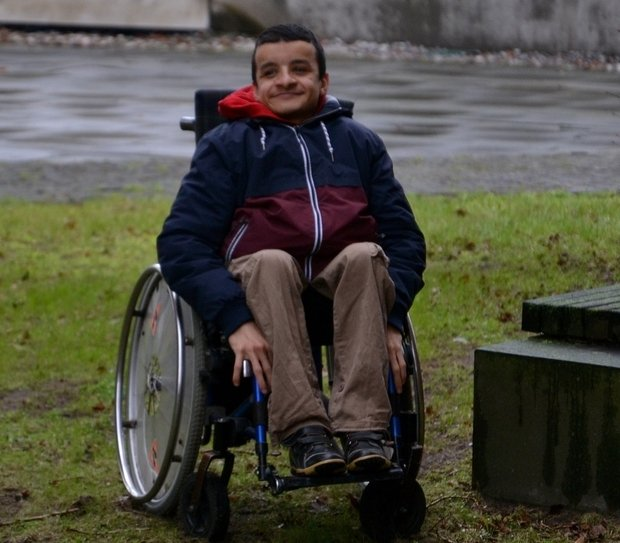 Anas al-Hakim feels particularly at home in Charlottenburg, where he found an apartment adapted to wheelchair users. (Adrien le Coarer)
