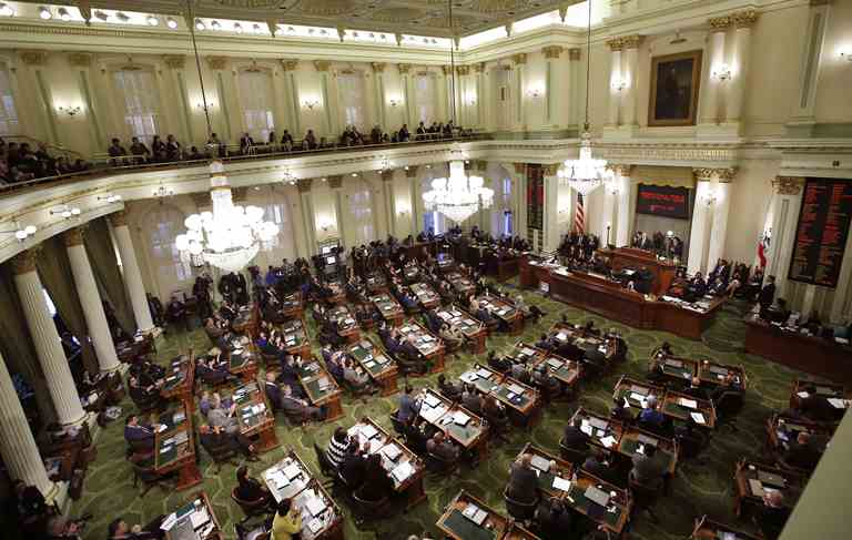 California lawmakers gather for Gov. Jerry Brown's annual State of the State address on January 24, 2017, in Sacramento, California. New bills proposed by state legislators tackle the state's issues with water sustainability.(Rich Pedroncelli, AP)