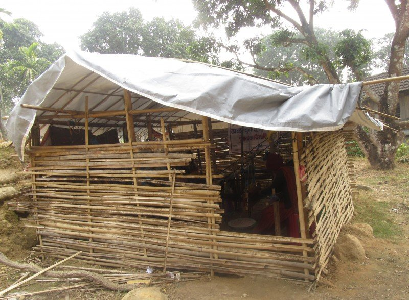 Weavers had to build a bamboo house to create a workshop in their village. (UNDP Nepal)